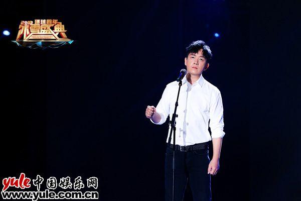 潘粤明北京卫视跨年献唱安和桥白衬衫清新文艺范儿